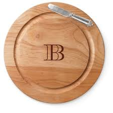 monogramed cutting board classic monogram cutting board by shutterfly shutterfly