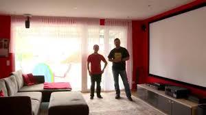 Beamer Im Wohnzimmer Das Rote Heimkinowohnzimmer Mit 4k Beamer 9 1 Audiosystem Und
