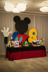 Mickey Mouse Table And Chairs by Best 20 Mickey Mouse Backdrop Ideas On Pinterest Fiesta Mickey
