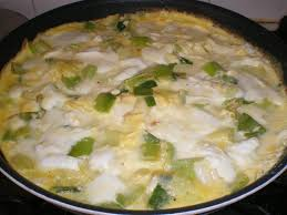 cuisiner poireaux poele omelette aux poireaux et à la mozzarella recettes et compagnie