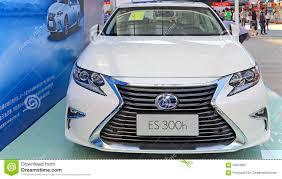 lexus van 2015 2015 de hybride auto van lexus es300h redactionele fotografie