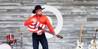 target black friday woman commercial 2017 garth brooks target surprise fans with moremusic during the cmas