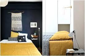 couleur chambre ado deco couleur chambre jaune moutarde et couleur sombre mur noir deco