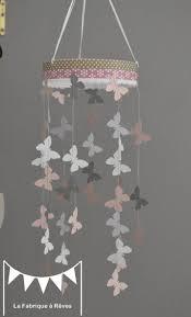suspension chambre bébé fille mobile suspension papillons poudré gris et blanc décoration