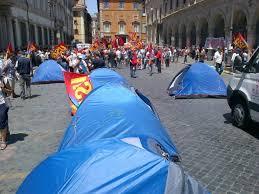 apostoli tende foto corteo spuntano le tende in piazza apostoli 1 di 5