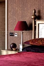 Dark Pink Bedroom - pe102 18 dark pink lamp and bed cover on metallic gol