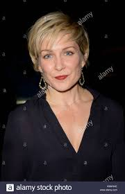 amy carlson hairstyles on blue bloods amy carlson the cast of blue bloods sign autographs for fans