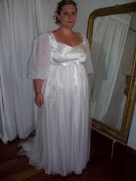 robe de mari e original créatrice de robe de mariée originale en satin de soie lyon