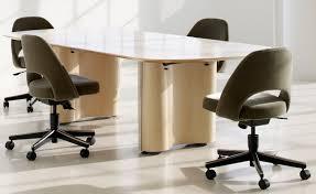 saarinen executive swivel side chair hivemodern com
