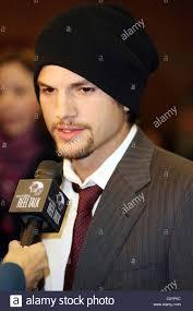 ashton kutcher attends the u0027spread u0027 premiere at the 2009 sundance