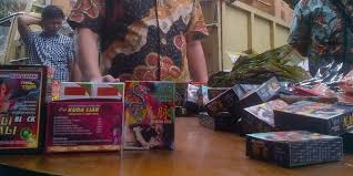 polda sumsel gerebek rumah simpan 9 000 obat kuat ilegal asal