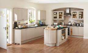 tewkesbury cashmere contemporary kitchen from howdens kitchens