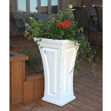 amazon com mayne inc cambridge tall planter white patio lawn