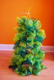 cut pinch and tie style diy tomato cage christmas tree with deco