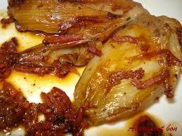 cuisiner les endives endives braisées au bacon et parfumées à la bière autrement bon