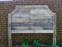 Wood Pallet Headboard 10 Repurposed Pallet Headboards Real Country Ladies