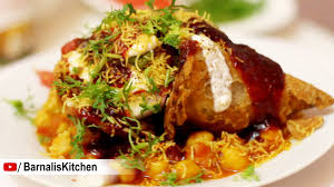 indian chaat cuisine samosa chaat indian foods indian ideas chole samosa