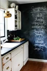 wandtafel küche wandtafel küche weiße schränke holzboden pendelleuchten