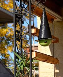 i made witch hats from hanging planters for halloween here u0027s how