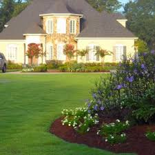 Fall Cleanup Landscaping by Fall Clean Up Clean Up Leaves Holiday Landscaping Cleanup