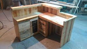 easy diy pallet desk reception desk 99 pallets 35189