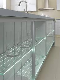 cuisine en verre cuisine avec mur d armoires