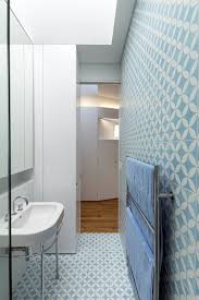 bathroom design ideas use the same tile on the floors and walls