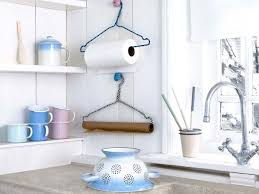 porte rouleaux de cuisine diy une cuisine pratique grâce à quelques astuces faciles