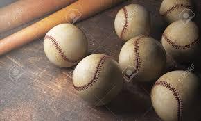 bureau en gros souris gros plan de nombreuses balles de baseball et des chauves souris sur
