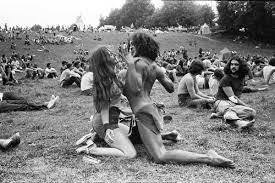 foto hippie figli dei fiori woodstock hippies peace fiori hippie