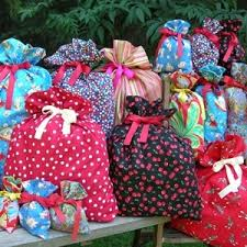 cloth gift bags best 25 christmas gift bags to sew ideas on