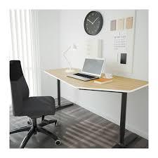 ikea bureau noir bekant bureau polygone plaqué bouleau noir bureaus