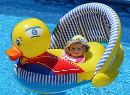 Baby Blow Up Bathtub Psbattle Baby That Thinks She Is Too Cool For Her Inflatable Duck