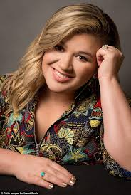 kelly clarkson speaks out on lgbt rights on good morning america