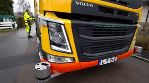 volvo trucks introducing the volvo concept truck featuring a volvo garbage truck autonomously reverses to the next trash can