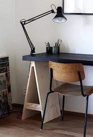 le bureau ancienne un design original mêlant bois peint et bois naturel pour le bureau