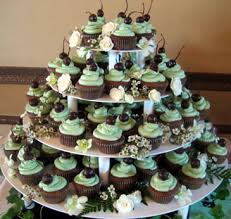 cupcake wedding cake 7 chocolate wedding cakes with cupcakes photo chocolate wedding