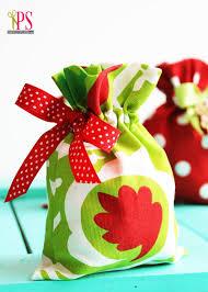 christmas wrapping bags drawstring fabric gift bag tutorial