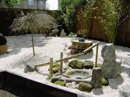 natural japanese garden for small space in a house with small