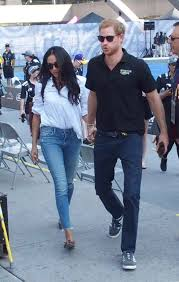 meghan markle toronto meghan markle cosies up to prince harry at invictus games closing