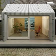 am駭ager un garage en chambre insolite un bureau d architecte installé dans un ancien garage