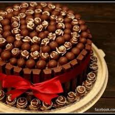 chocolate cake with chocolate frosting kit kat border and