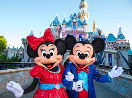 When Do Christmas Decorations Go Up At Disneyland Best Disneyland Christmas 2017 Tips And Tricks Guide