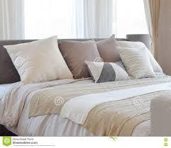 Schlafzimmerm El Betten Innenarchitektur Des Stilvollen Schlafzimmers Mit Braun Kopierte