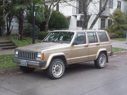 renault alliance 1987 jeep cherokee garaža