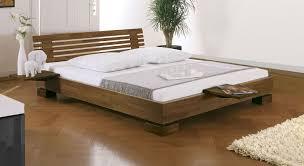 Schlafzimmer Bett Nussbaum Stilvolles Holzbett Como In Buche Inkl Matratze Betten De