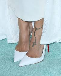 foot tattoos u0026 how celebrities flaunt them in heels u2014 expert tips
