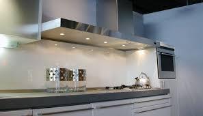 eclairage mural cuisine hotte de cuisine murale avec éclairage intégré pa series