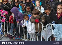 macys thanksgiving day parade streaming young spectators line central park west to watch macy u0027s