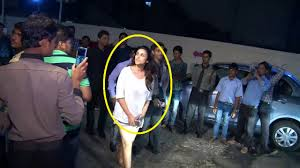 villa in mumbai parineeti chopra spotted late night at juhu pvr mumbai youtube